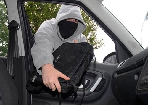 В Херсоне произошла кража из машины, припаркованной возле ТРЦ