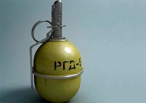 В херсонское общежитие заявился гость с гранатой