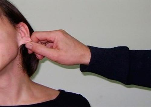 У херсонских женщин грабители рвут уши