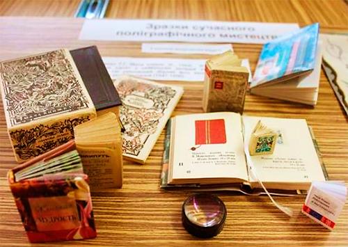 В херсонской библиотеке проходит выставка миниатюрных изданий