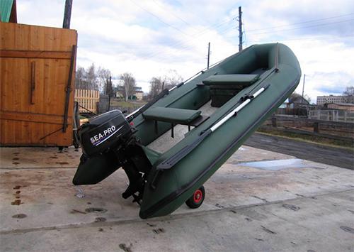 С автомойки в Херсоне угнали лодку