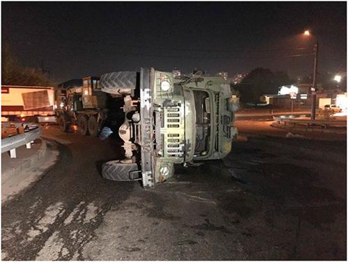 Сгоревший грузовик и трое пострадавших в результате аварии на Херсонщине