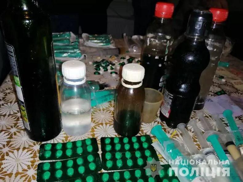 Подробности задержания в Херсоне группы вооруженных наркоторговцев