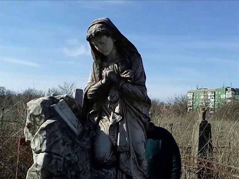 В Херсоне охранников на кладбищах не хватает
