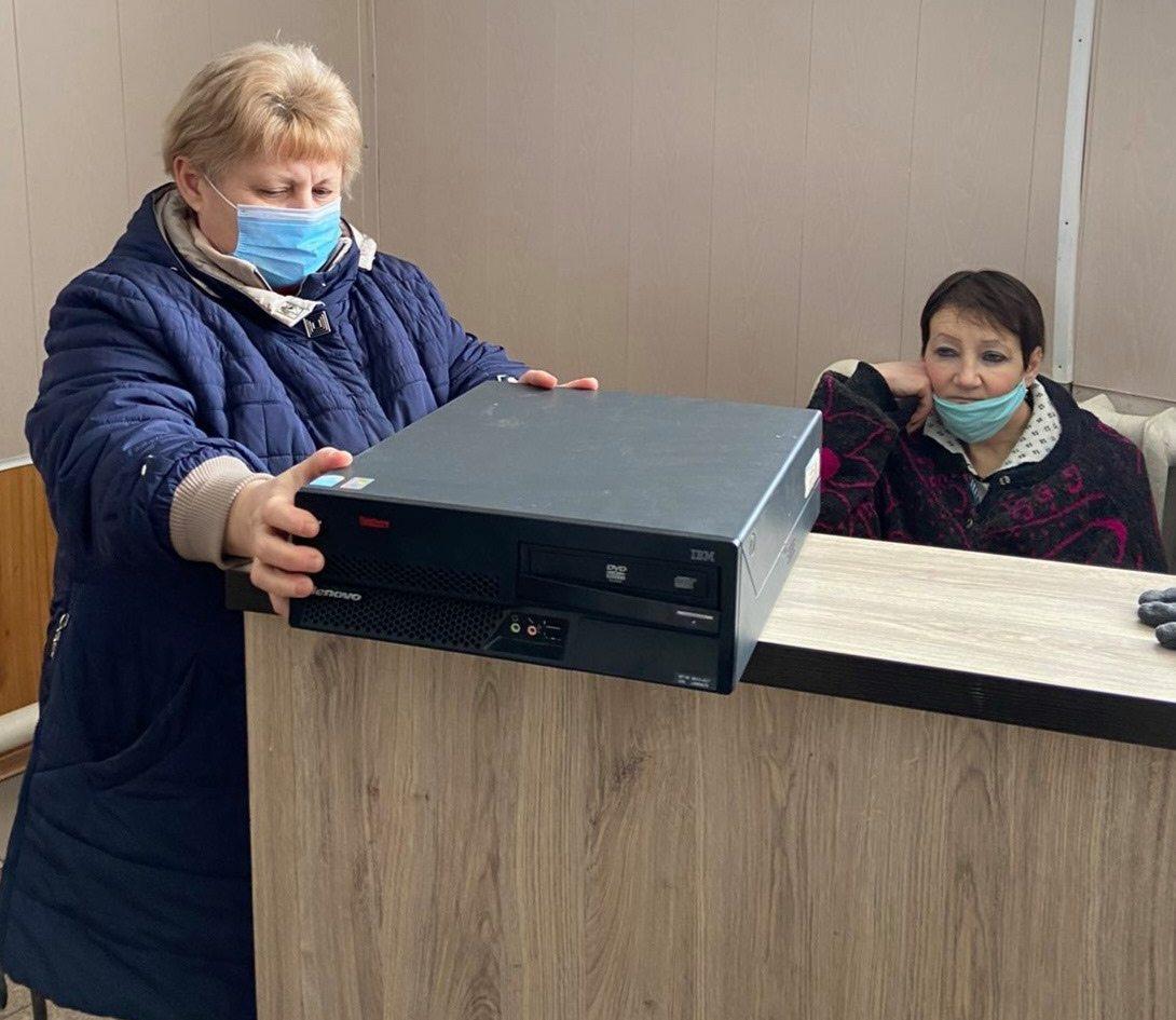 У Херсоні допомагають школам з комп'ютерною технікою
