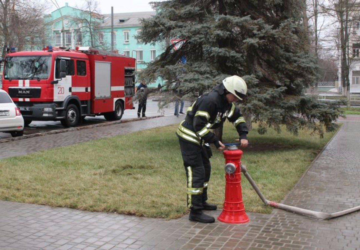Херсон,пожарный гидрант,пожарники