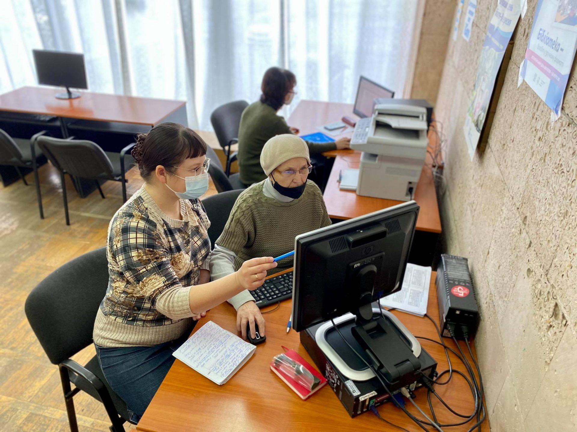 В херсонской библиотеке прошло компьютерное занятие для учителей