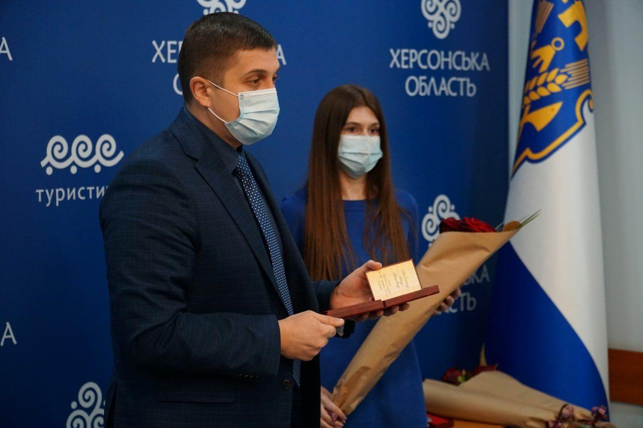 Президент присвоил трем жителям Херсонщины почётные звания