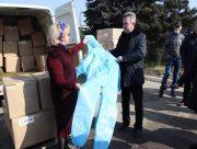 Больницы Херсонщины получили почти 4 тысячи защитных комбинезонов