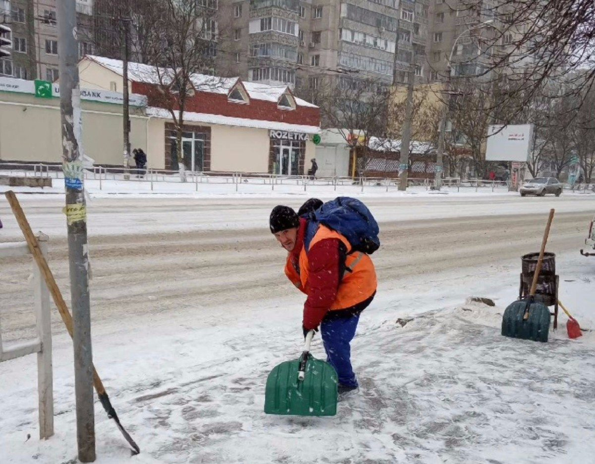 Херсон,снег,коммунальщики