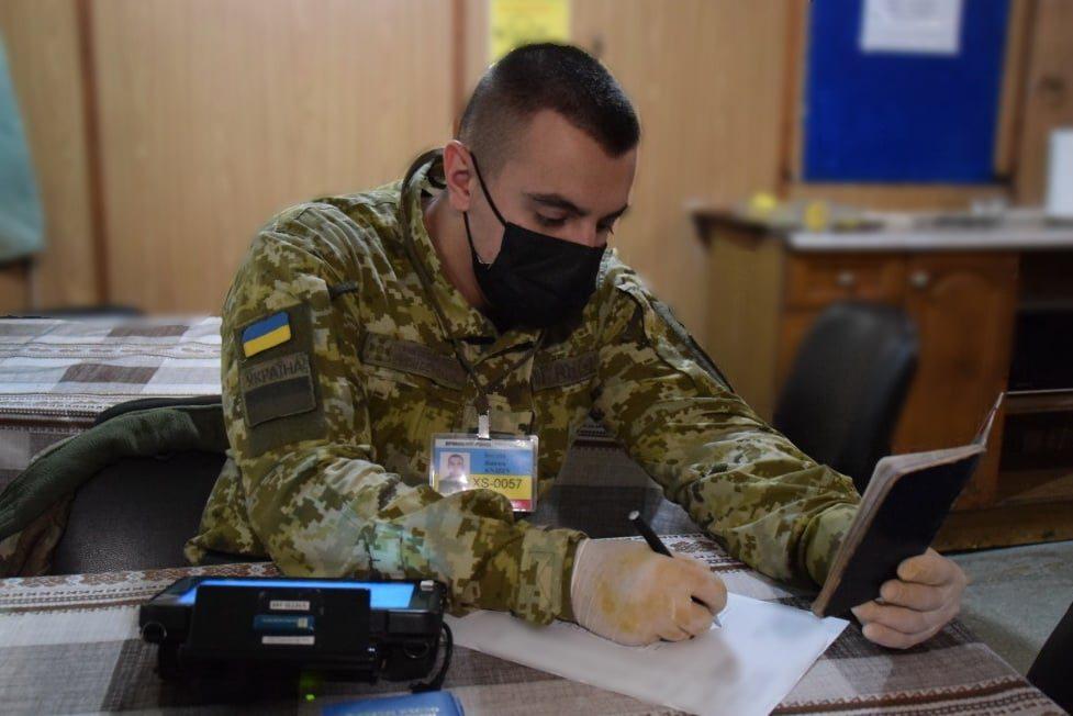 Херсонские пограничники не пропустили в Украину 6 египтян с недействительными паспортами