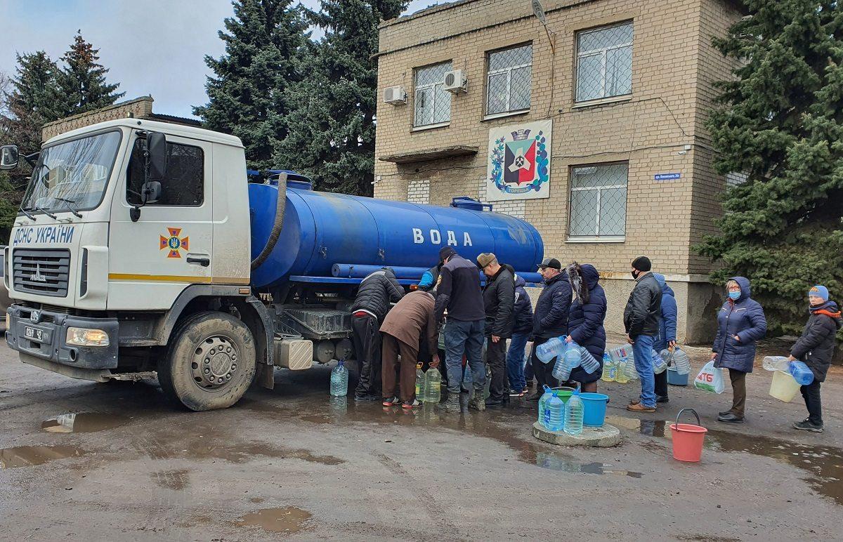 В Херсоне из-за аварии подвозят питьевую воду в детсад, налоговую и общежитие