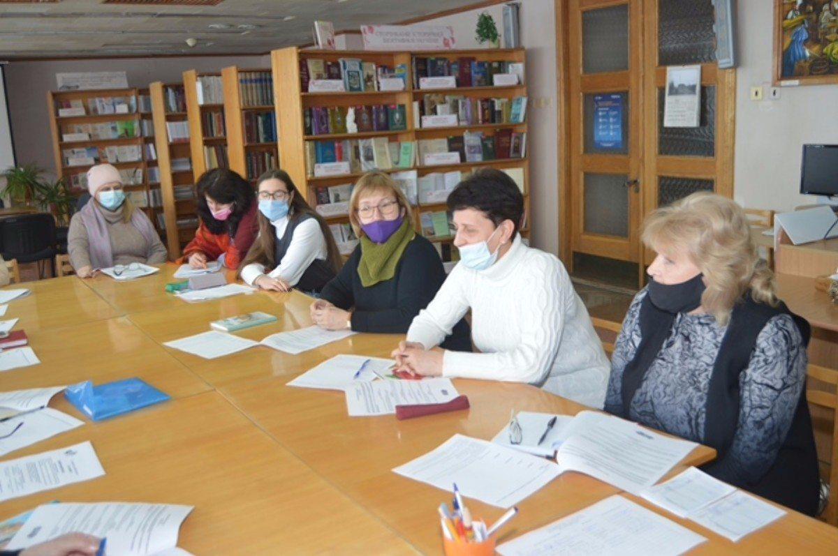 В Херсоне в библиотеке им.Гончара прошло занятие по украинскому языку