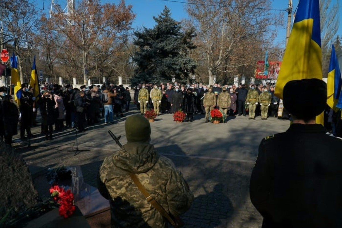 В Херсоне возложили цветы к памятнику воинам-интернационалистам
