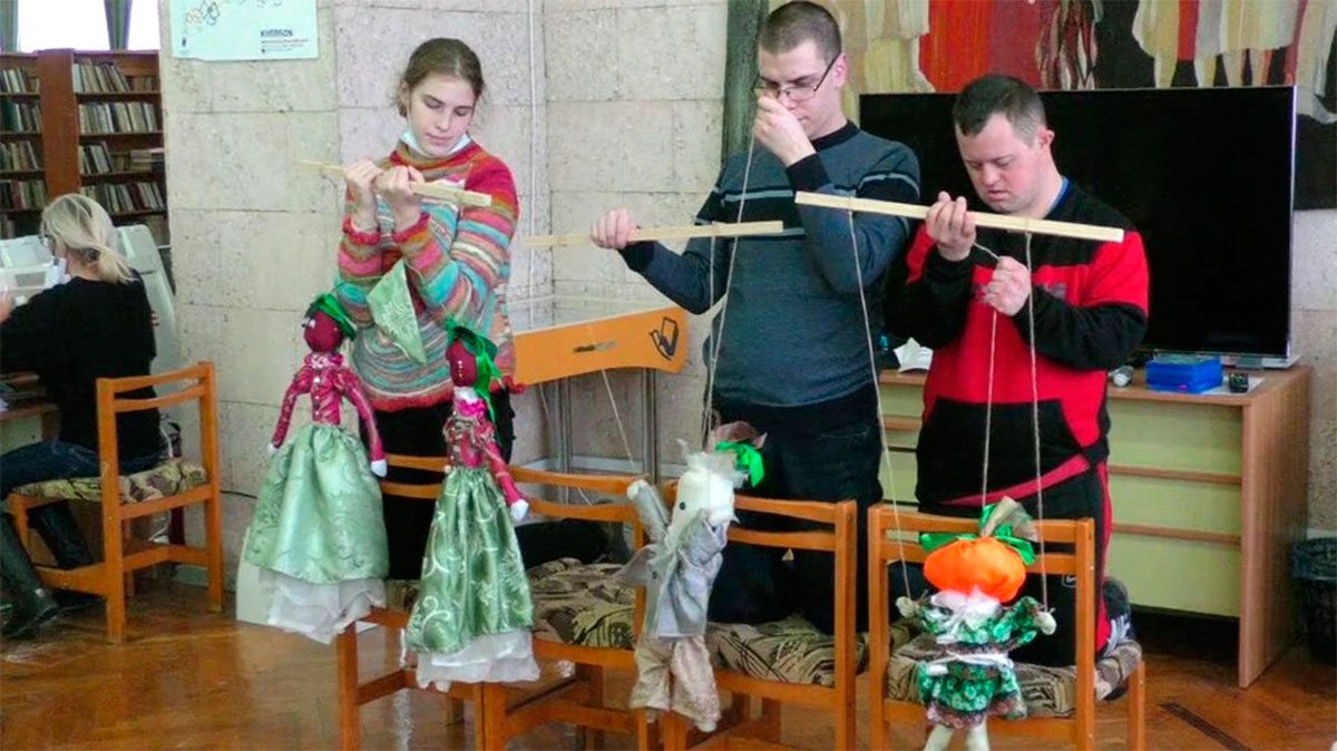 У Херсоні актори інклюзивного лялькового театру готують нову виставу