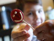 В Херсоне малыш поранился конфетой