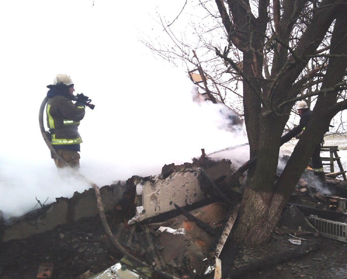 На Херсонщине дотла сгорел фермерский дом