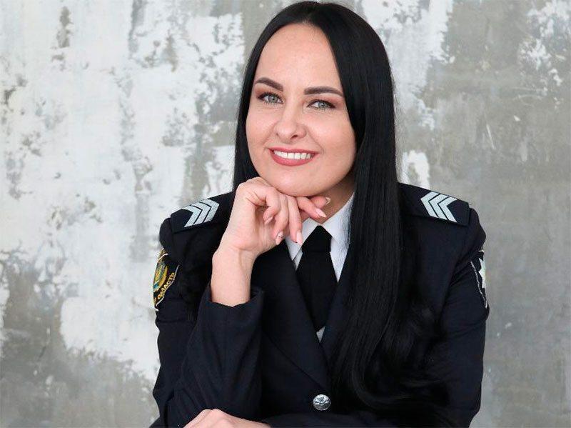 Херсонська жінка-поліцейський, яка співає