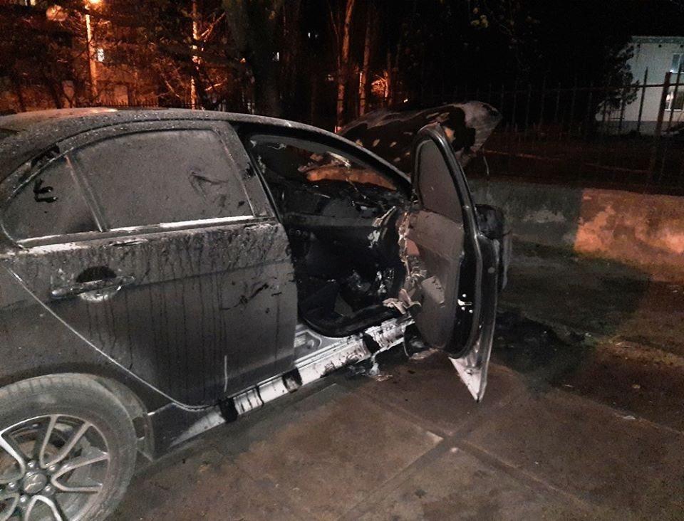 В Херсоне неизвестные сожгли автомобиль