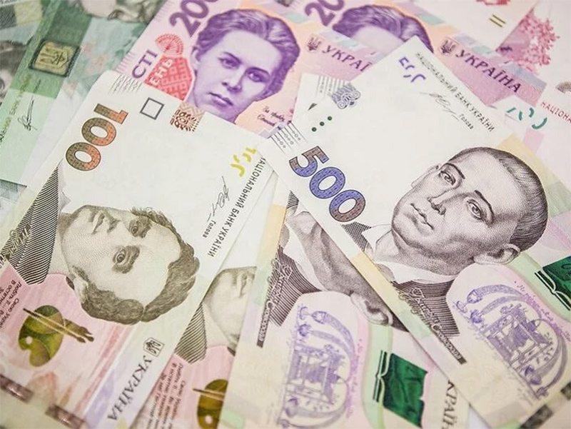 Карантинные доплаты: кто сколько получит за сидение дома