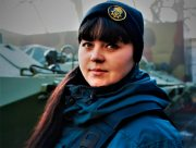 Херсонська дівчина - нацгвардієць на сторожі громадського порядку