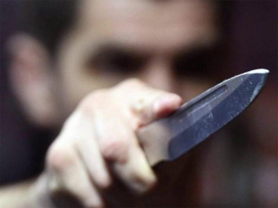 братья, ножи, забава, увечье