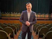Директор Херсонського театру: Ми ніколи не побудуємо успішної країни, якщо будемо не об'єднувати, а розсварювати людей