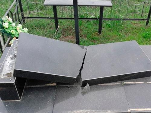 Сельчанин на Херсонщине разгромил кладбище – испугался демонов