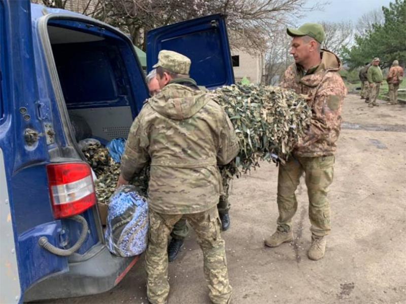 Херсонские волонтеры отвезли очередную помощь военным на фронт