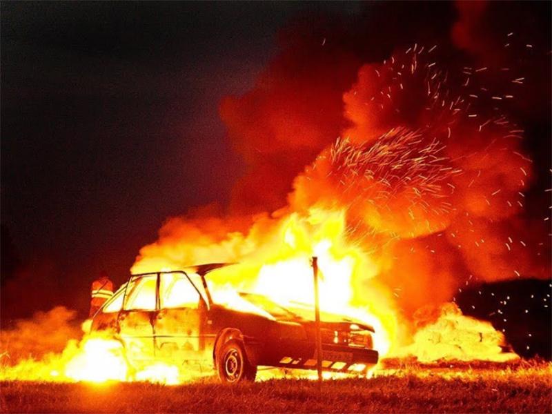Автівку у Генічеську спалили на очах її господаря