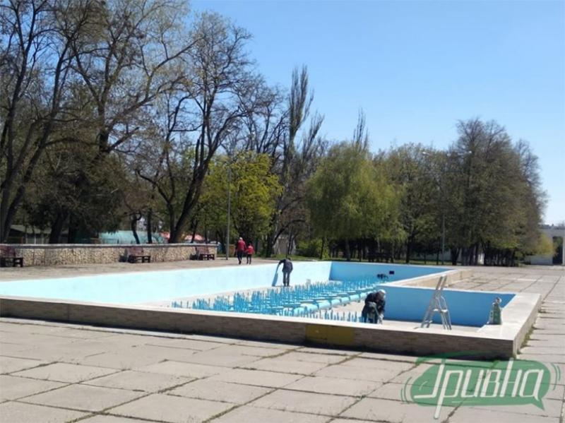 Херсонські комунальники почали готувати фонтани до літнього сезону