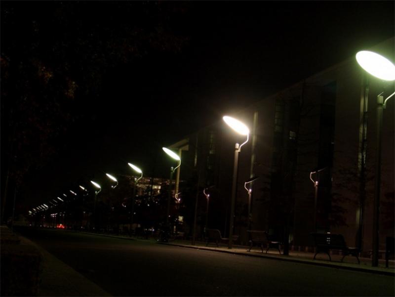 КП «Херсонміськсвітло» продовжує замінювати лампи на LED-світильники
