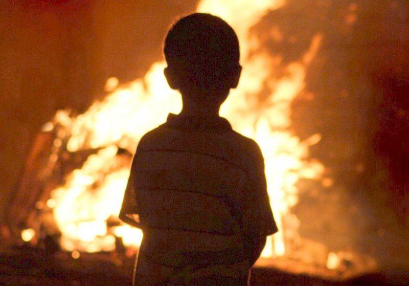 дети, пламя, пожар, спасатели