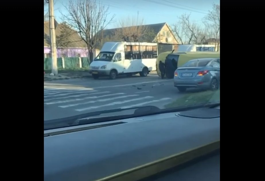 микроавтобус, авария, автомобиль, дтп, перекресток