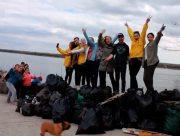 Волонтеры начали весенний сезон уборки в Херсоне