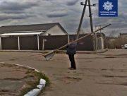 Херсонец намеревался сдать дорожный знак на металлолом