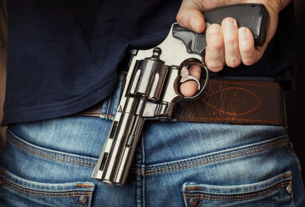 юрист, магазин, револьвер