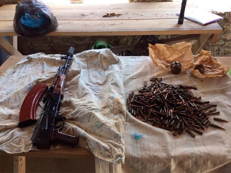 На Херсонщині знайшли зброю та наркотики