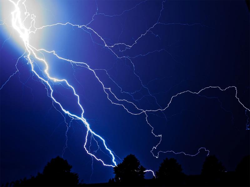 На Херсонщині блискавка вдарила у ферму