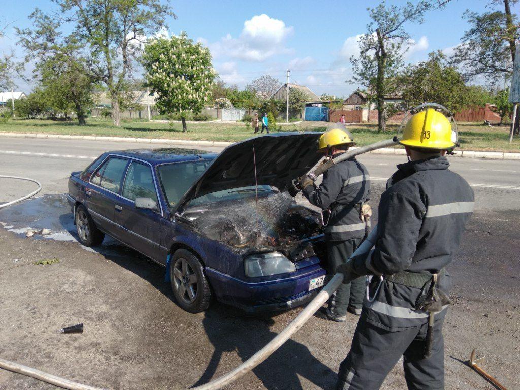В Херсонской области автомобиль загорелся во время движения