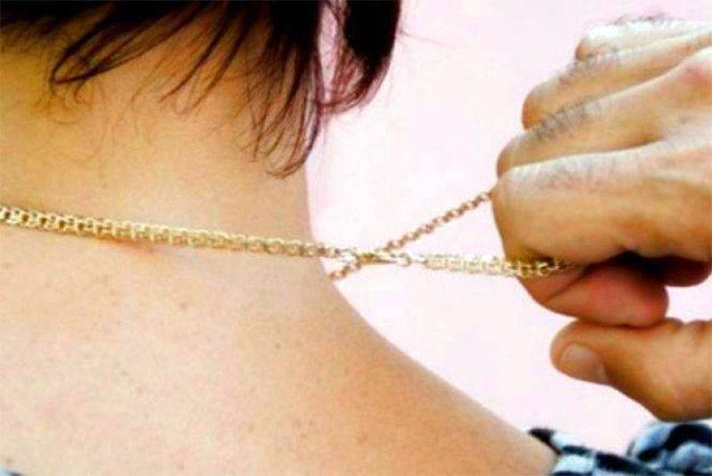 В Херсоне арестовали подозреваемого в ограблении женщины