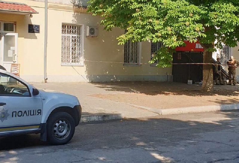 В Каховке пытались поджечь здание прокуратуры (фото)