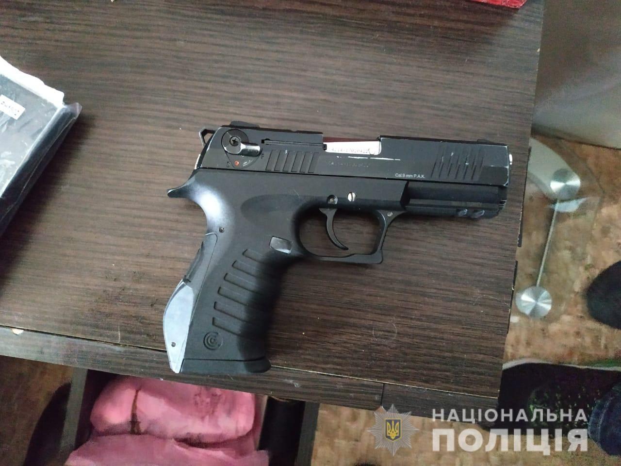 Нова Каховка, зброя, поліція