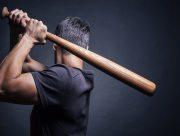 Гражданин Грузии, избивший битой правоохранителей на Арабатке, получил 3 года условно