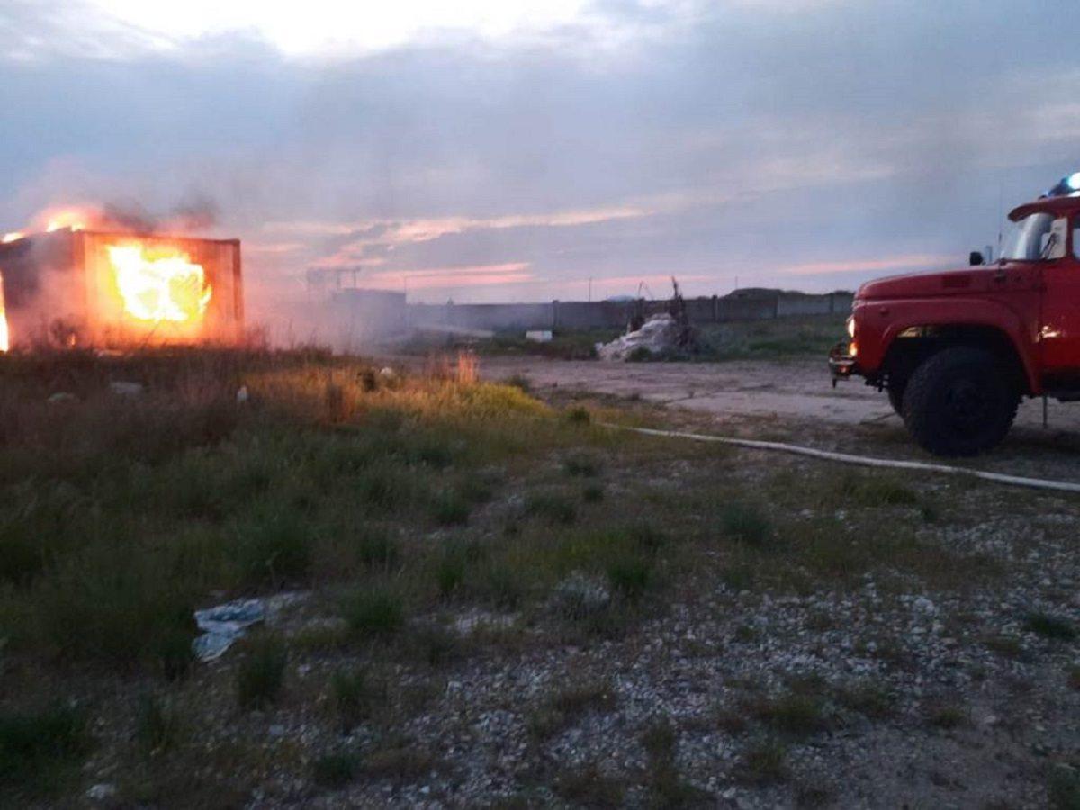 пожар, строители, вагончик, спасатели, геническ