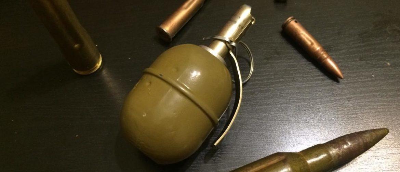 арсенали, гранати, поліція