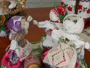 На Херсонщині майстриня робить ляльок з характером