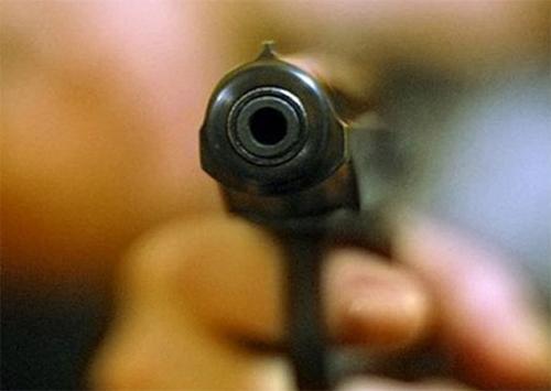 В Херсоне размахивали пистолетом