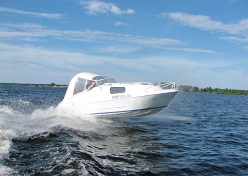 В Херсоне лодка врезалась в берег – пострадали двое