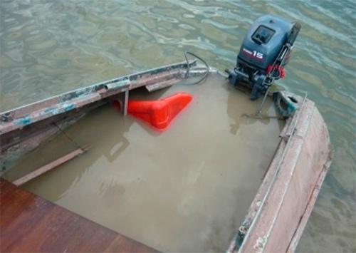 На Днепре под Каховкой столкнулись две лодки